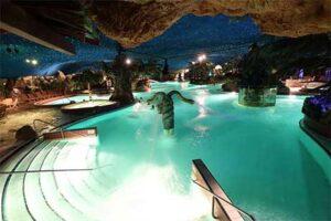 Zwembad All Inclusive hotel Preston Palace in Almelo