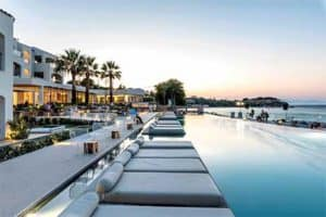 gallery-ligbedjes-zwembad-sensimar-caraval-resort-adults-only-all-inclusive-zakynthos