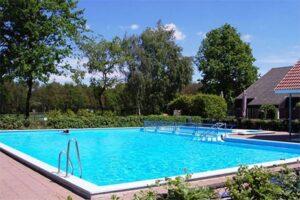 Nachtje weg met kind: Zwembad op Vakantiepark Auberge de Hilver / Duc de Brabant