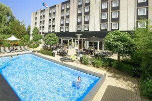 Buitenzwembad Novotel Maastricht - Hotels met Buitenzwembad