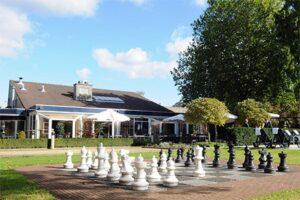 Schaakspel Novotel Breda - Hotel met Buitenzwembad