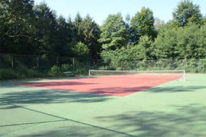 Tennisbaan Fletcher Hotel Hunzebergen - Hotel met Buitenzwembad