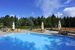 Buitenzwembad Fletcher Hotel Restaurant Victoria-Hoenderloo - Hotel met buitenzwembad