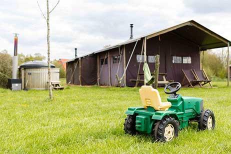 Boerderijvakantie bij de Kalverweide - Luxe Heerenboer tent met Hot Tub