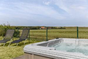 Huisje met bubbelbad bij Resort Duynzicht - Type Villa Comfort Wellness