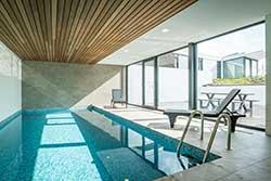 Huisje met binnenzwembad - 6-persoons villa met zwembad op Villapark de Koog