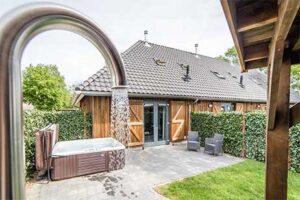 Huisje met bubbelbad bij Dormio Resort Maastricht - Type Hofstede Wellness