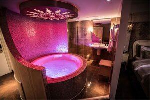 Kamer met bubbelbad - Hotel de Reehorst in Ede
