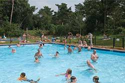Buitenzwembad Roompot de Katjeskelder - Vakantiepark met buitenzwembad