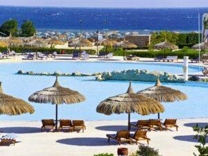 Zwembad bij duikresort Hotel Gorgonia Beach Resort - Hotel met Huisrif en duikschool in Egypte