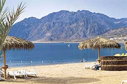 Strand van Duikresort Swiss In Resort in Dahab - Hotel met Huisrif en duikschool in Egypte