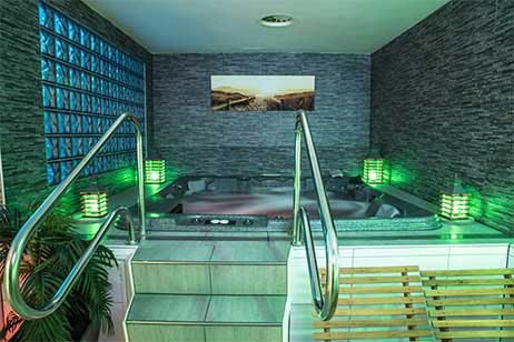 Privesauna met zwembad - bubbelbas bij prive relax center Zaanstad