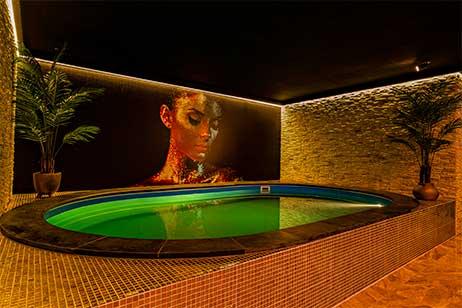 Privé sauna met zwembad - privé zwembad van spa 040