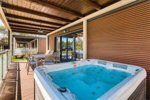 Boutique camping Santa Marina met stacaravans met eigen bubbelbad - spa