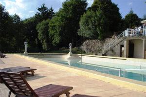 Zwembad Kasteelcamping Frankrijk - Domaine de Mialaret