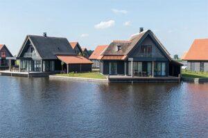 Waterstaete Ossenzijl - Vakantiepark aan het water in Nationaal Park de Weerribben-Wieden