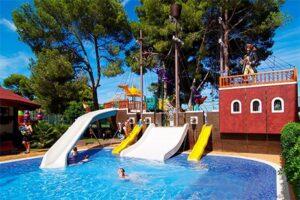 Zwembad met glijbanen kindvriendelijk hotel op Mallorca - Viva Blue