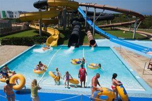 Kinderhotel met gratis toegang tot Aquarock Menorca - Roc Lago Park - Glijbanen