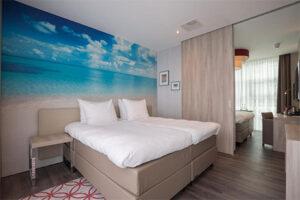 Familiekamer met schuifdeur bij Ramada The Hague Scheveningen hotel